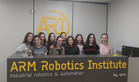 Las ganadoras de la First Lego League Euskadi visitan ARM Group